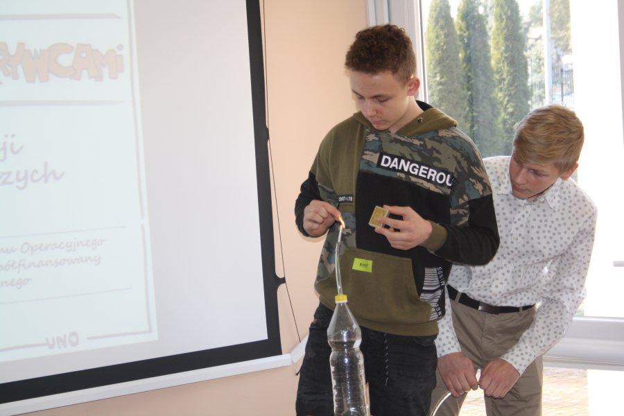 Przeglądasz zdjęcia z artykułu: Uczeń i Nauczyciel Odkrywcami – rozwijanie kompetencji matematyczno-przyrodniczych